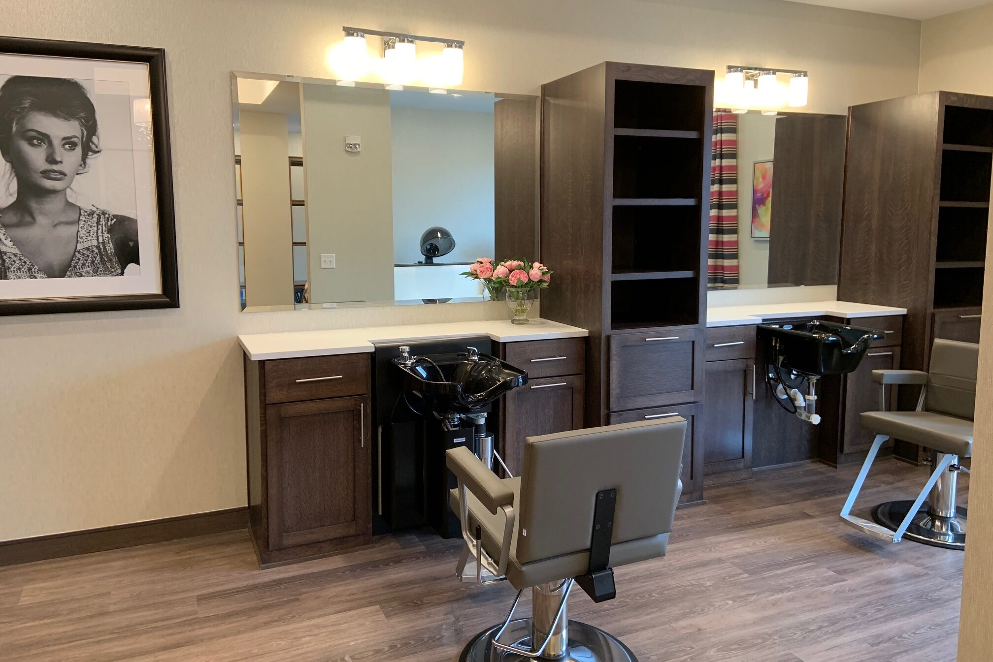 Senior living community apartments residence assisted living amenities beauty salon hair salon hairdresser hair stylist golden valley mn