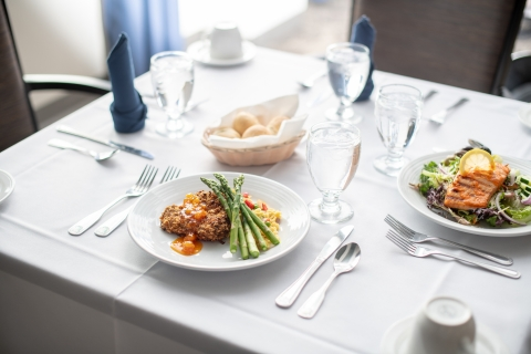 Fine dining meal senior living community assisted living memory care chef meal amenities activities restaurant golden valley mn